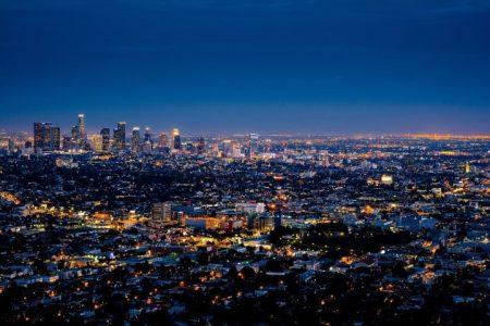 נוף בניינים בלילה - ארצות הברית